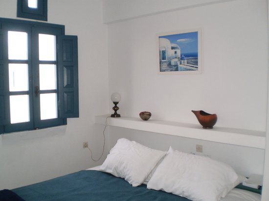 Oia's Sunset Apartments: Bedroom