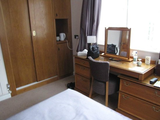 La Barbarie Hotel: bedroom with tea making kit in a niche