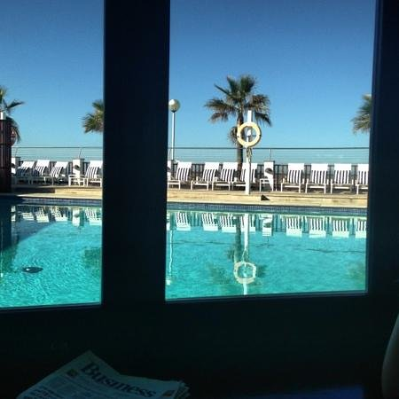Portixol Hotel and Restaurant: pool view from big sea view room