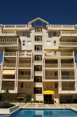 Apartamentos Novelty: Aussenfassade und Pool
