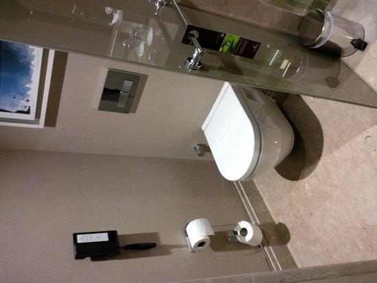 Renaissance Istanbul Bosphorus Hotel: Bathroom