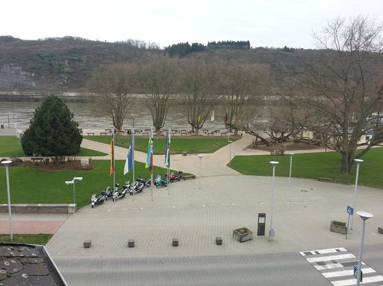 Hotel Rheinkrone: View of the Rhine from the room