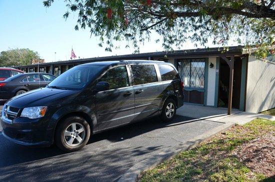 Spinnaker Inn Plaza Motel: Buitenkant kamer