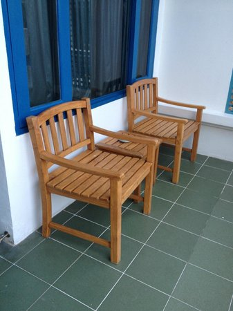 Andaman Seaview Hotel: small balcony outside the room