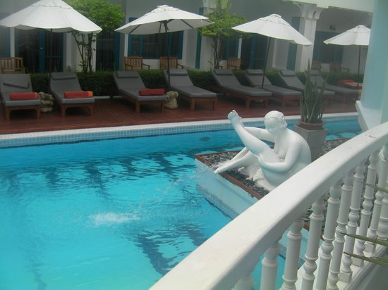 Andaman Seaview Hotel: pool area