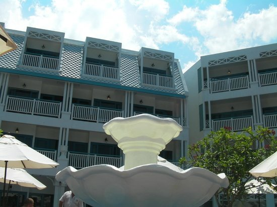 Andaman Seaview Hotel: the outside of hte hotel