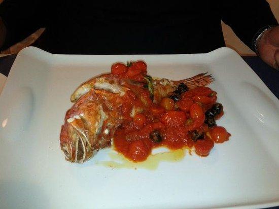 Pescheria Al 22: Scorfano con pomodorini, olive e capperi