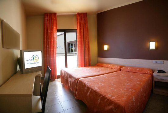 Tossa Center Hotel : Twin room (up to 4 pax)