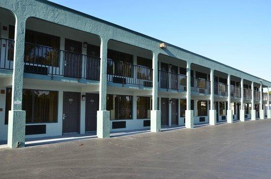 Americas Best Value Inn : Buitenkant motel