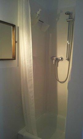 Pension am Jakobsplatz : Zimmer 2 Dusche / Room 2 shower