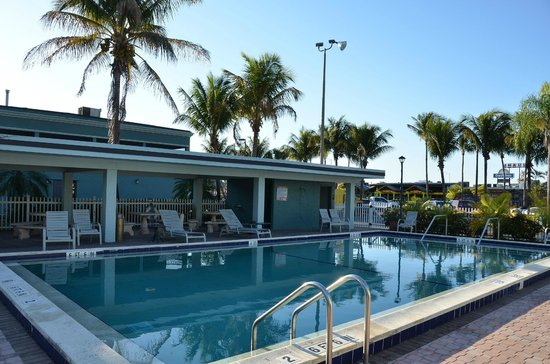 Americas Best Value Inn : Zwembad