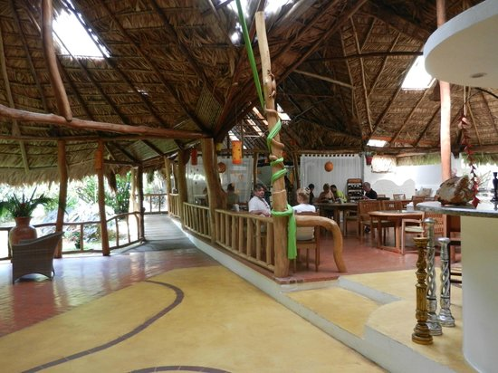 Cariblue Beach & Jungle Resort: Dining Room and Reading Room