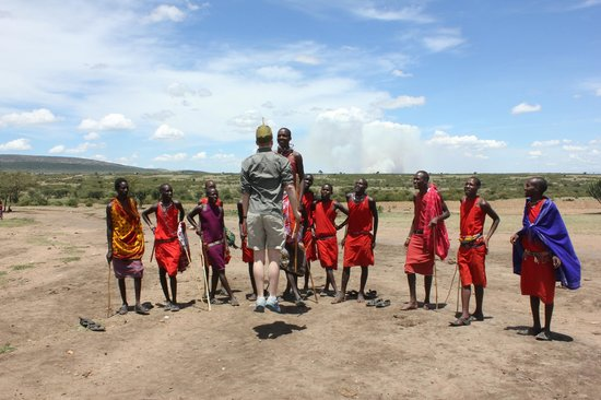 Oldarpoi Mara Camp: Masai jump