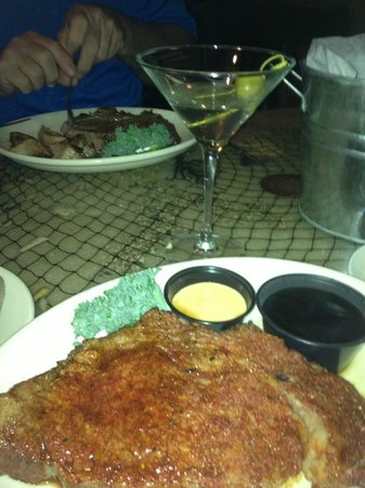 Blackbeards Inn: Cajun Prime Rib and his Prime rib plain roasted