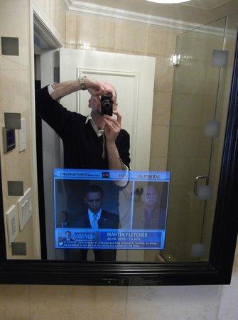 Flatiron Hotel : tv in the mirror!!