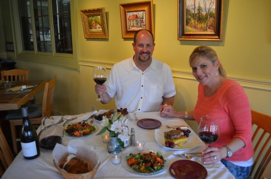 Yates House Bed & Breakfast : Kris and I with the dinner we prepared with Dixie