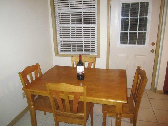 Erie Islands Resort Marina: Dining room