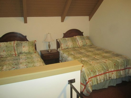 Erie Islands Resort Marina : Bedroom upstairs