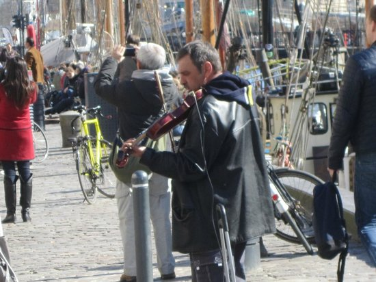 Leonore Christine : Buskers on the Nyhavn Quay