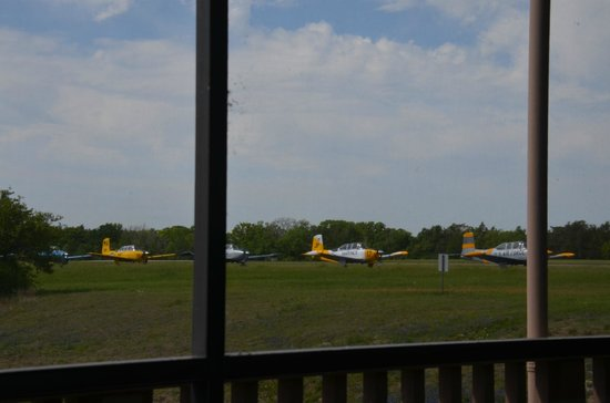 Southern Flyer Diner: View of the runway from the deck