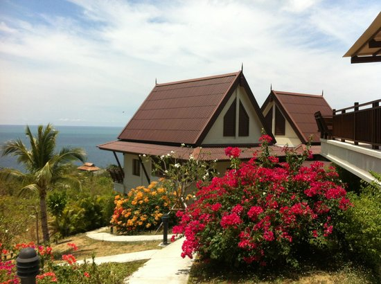 Baan KanTiang See Villa Resort (2 bedroom villas): Yellow villa