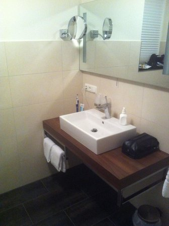 Parkhotel Cochem : Beautiful, brand new, spotless bathroom