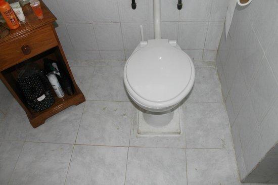 Anse Soleil Beachcomber: petit meuble table de nuit à coté toilettes