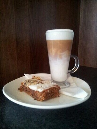 Fulla Beans Coffee & Food Bar: Homemade Carrot Cake & a Latte. Mmmm....delicious!!