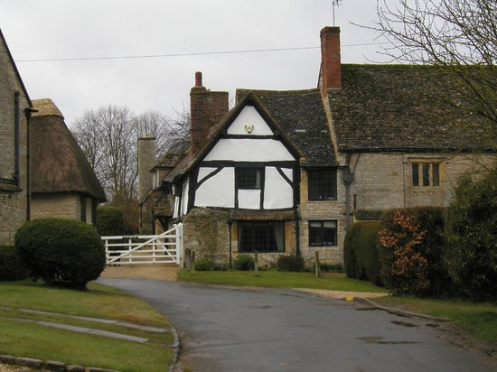 The oldest wing of the Old Manor House, from the street
