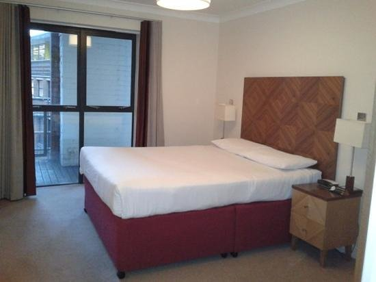 Premier Apartments Bristol Redcliffe: bedroom