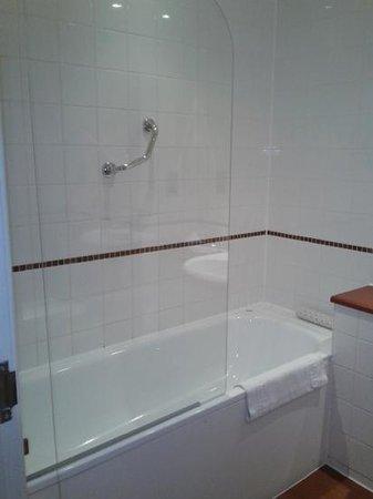 Premier Apartments Bristol Redcliffe: bath