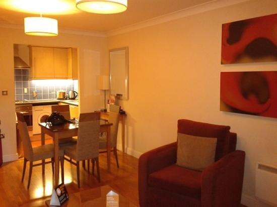 Premier Apartments Bristol Redcliffe: dining area