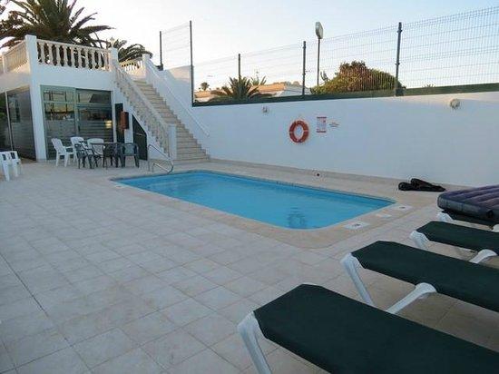 Erika Apartments : piscina