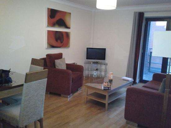 PREMIER SUITES Bristol Redcliffe : living area