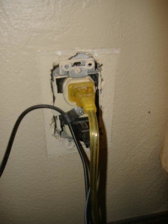 Quality Inn : Quality Electrical Outlet ?