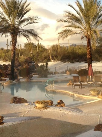 Rancho Manana Resort: Pool area after a freak snow fall
