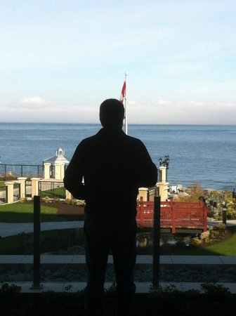 Oak Bay Beach Hotel : Enjoying the view!