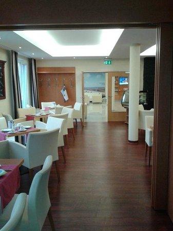 Moin Hotel Cuxhaven: Blick zur Rezeption