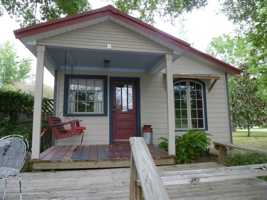 Cajun Country Cottages Bed and Breakfast: Magenta cottage