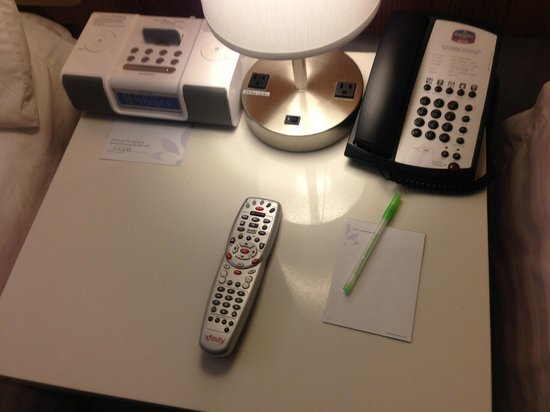 SpringHill Suites Philadelphia Airport/Ridley Park : end table