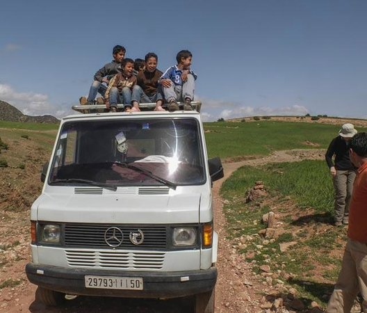 MAROC LODGE Boutique Hotel & Resort: road mending boys get a lift home !