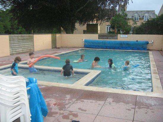Torridge House Cottages: The swimming pool