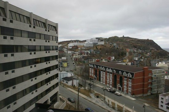 Sheraton Hotel Newfoundland: View of the east wing and Signal Hill - room 516