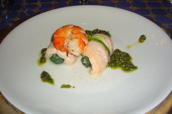 The Dining Room: Gerollter Bachsaibling, gefüllt mit Blattspinat und Riesengarnele