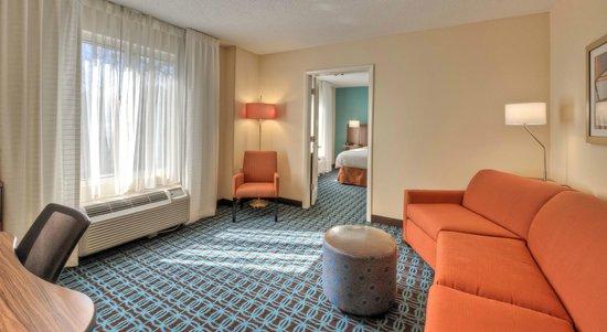 Fairfield Inn & Suites Raleigh Crabtree Valley : Guest suite
