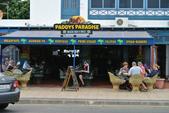 Paddys Paradise Beach Bar & Grill: Paddy's Paradise from the outside