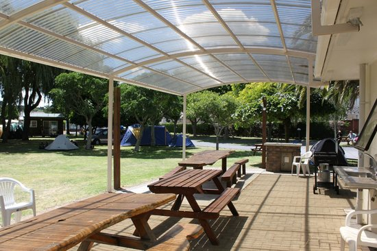 ‪‪Manukau  Holiday Park‬: Covered BBQ area‬