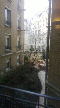 Hotel Magellan: Vista al jardín desde la Habitación