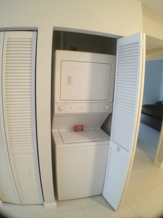 Habitat Residence: Wasmachine and dryer