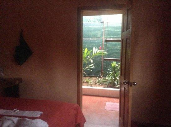 Porte Ouverte Sur La Salle De Bain Tropicale Picture Of